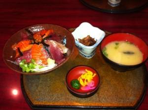 刺身たっぷり海鮮丼