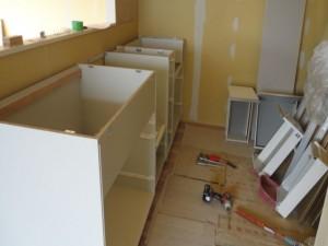 キッチン組立中です。