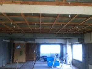 ダイニングの天井から北側の部屋
